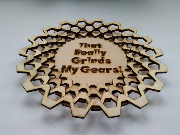 "Dice Tray (Large) - 20 - Tooth Gear with ""That Really Grinds My Gears"" engraving - Stacked Formation"
